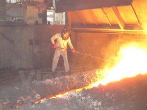 Sản xuất phôi thép trong nước (Ảnh: Đức Duy/Vietnam+)